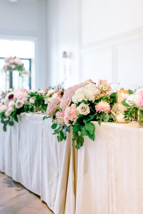 Head Table floral by Nous Design Group